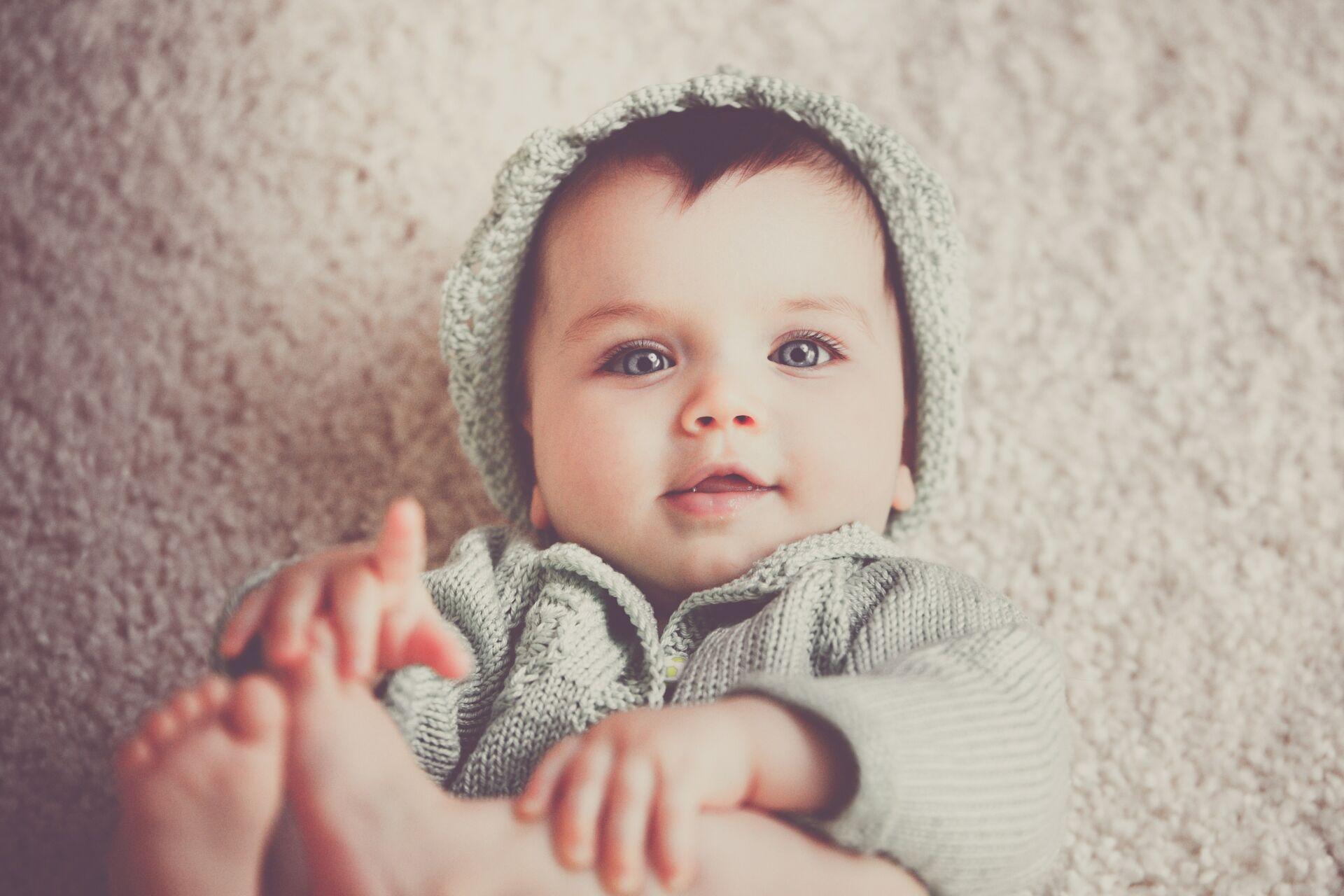 Vauvalle lisää kerrosvaatetta yli viiden asteen pakkasilla