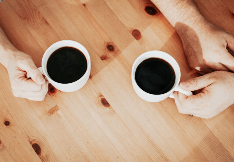 kaksi kahvikuppia