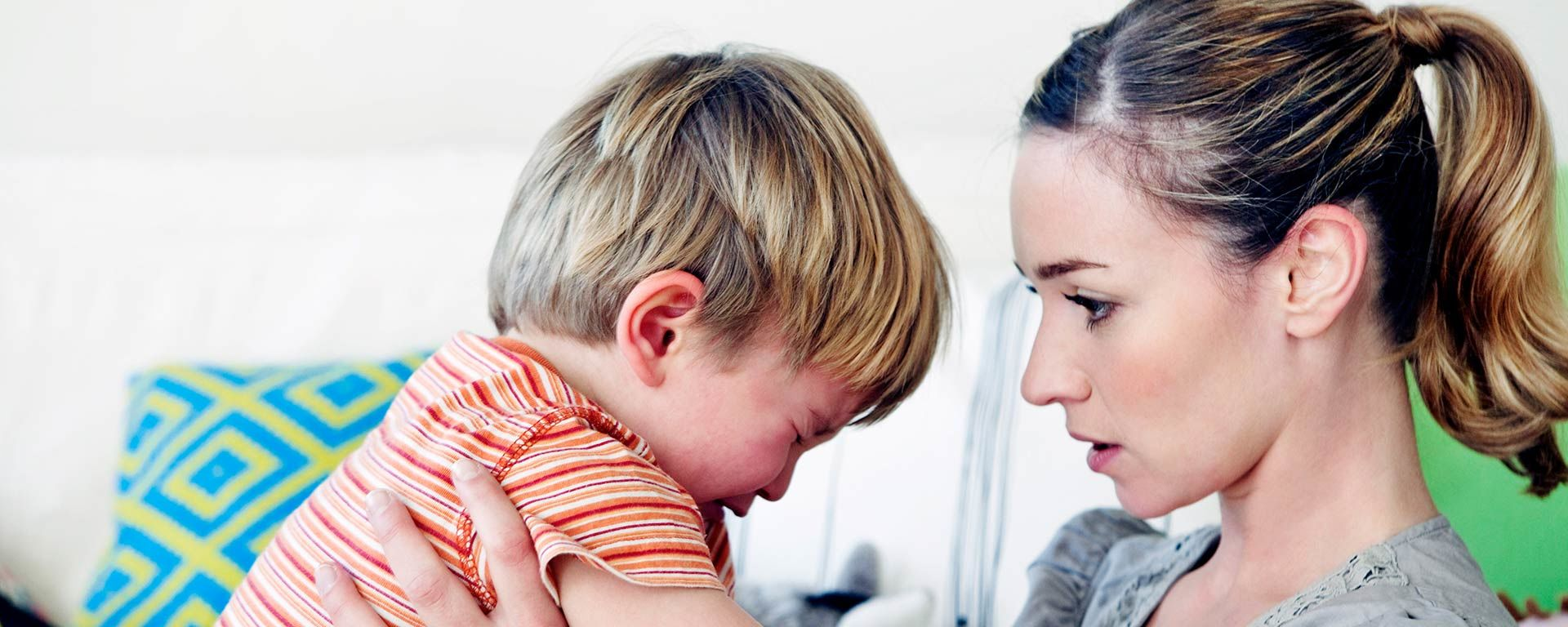 Hyväkysymys.fi erbjuder pålitlig kunskap och stöd i föräldraskapet.